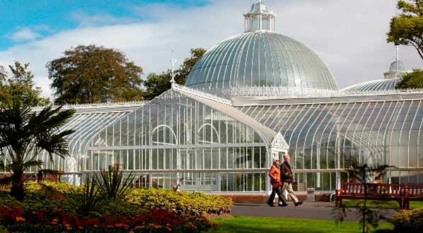 Photo The Kibble Palace, a stunning glasshouse situated in Glasgow's Botanic Gardens