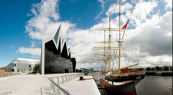 Photo The Riverside Museum and the Tall Ship, on the riverside, Glasgow