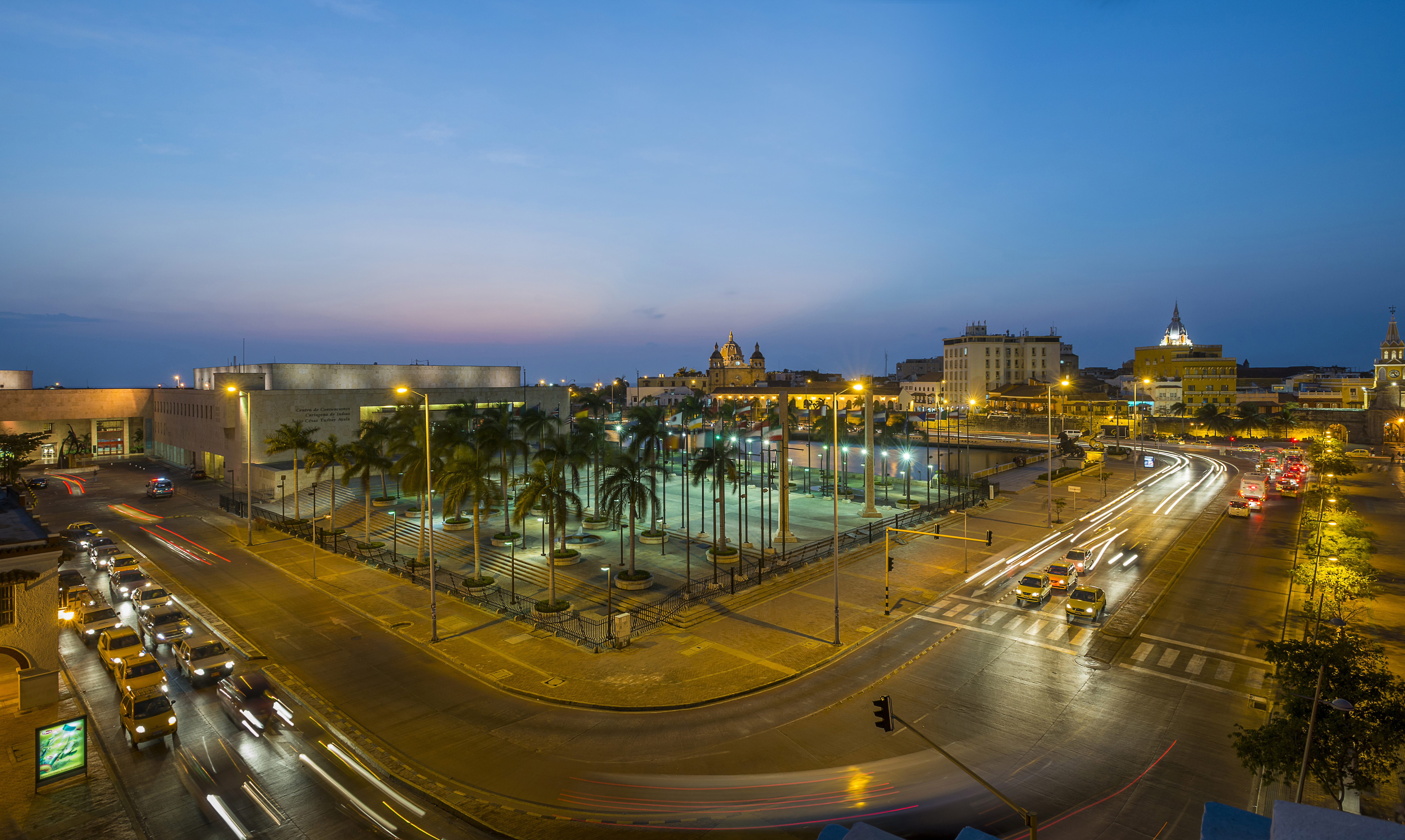 Photo View of Cartagena's old historic city and the convention center